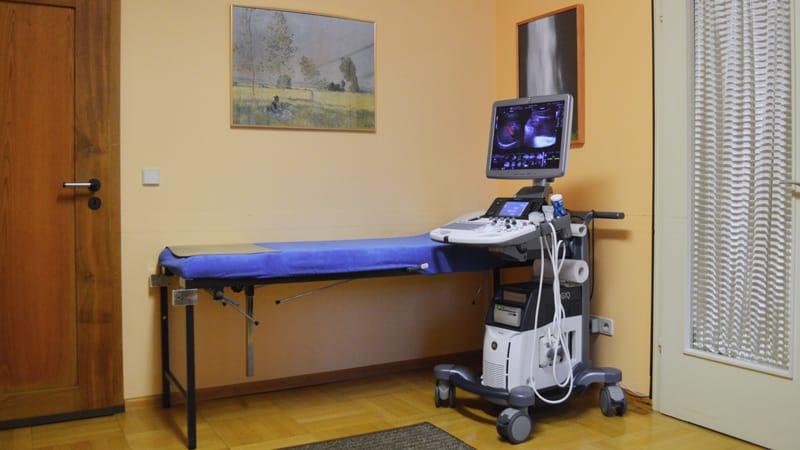 Praxis Behandlungsraum Ultraschall